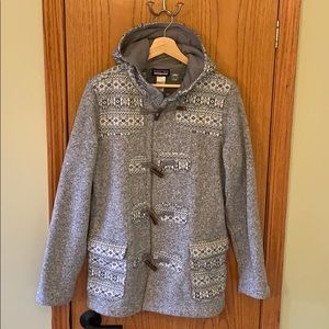 Never worn! Patagonia, fleece lined, w/ toggles